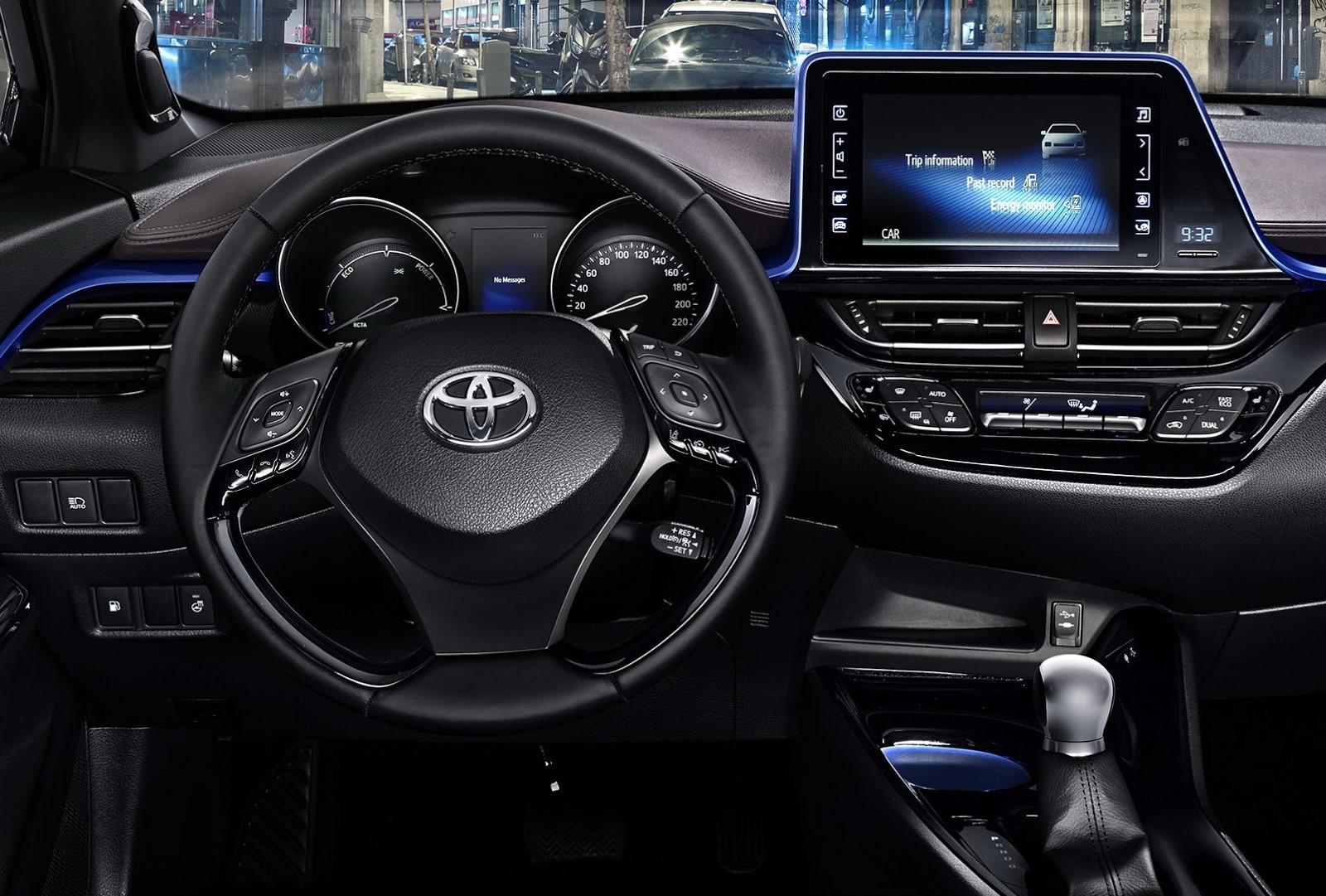"Toyota C-HR ""knobless"" dashboard"
